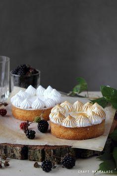 Blackberry meringue tart