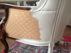 Yes, you can paint upholstered furniture - Annie Sloan Old White. INSANE, but fun thing for an acquired piece you were about to donate lol Chalk Paint Chairs, Painted Chairs, Chalk Paint Furniture, Furniture Projects, Furniture Makeover, Wood Chairs, Chalk Paint Fabric, Paint Upholstery, Ideias Diy
