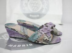 #zapatosplanos #FLATSHOES #zapatosdecuña #WEDGESHOES #zapatos #SHOES #moda #FASHION #hechosamano #HANDCRAFTED #HechoEnEspaña #MADEINSPAIN #sandalias #SANDALS #PeepToe #PEEPTOES #TiendaOnline #ESHOP JorgeLarranaga.com
