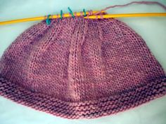 Crochet Shawl, Knit Crochet, Tricot Baby, Baby Converse, Groom Dress, Baby Hats, Baby Knitting, Knitted Hats, Free Pattern