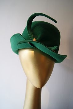 amazing 1940's hat. #millinery #cloche #judithm