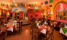Mom's Restaurant, Restaurant Mexicano, Mexican Restaurant Design, Mexican Style, Mexican Art, Casa Magnolia, Interior Design And Technology, Cafe Cup, Mexican Home Decor