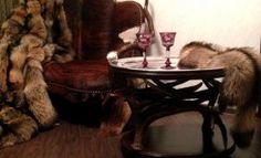 Столик из рогов лося в охотничий интерьер