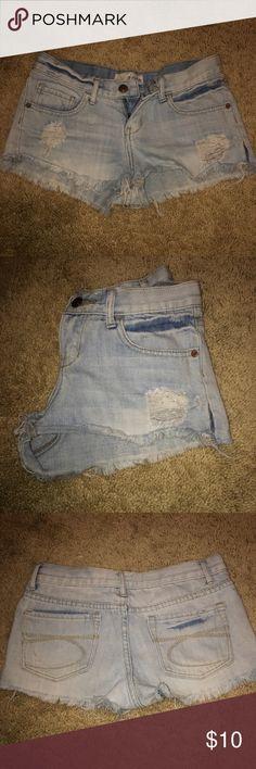 Distressed denim shorts💖 Really cute light wash distressed shorts!!! Shorts Jean Shorts