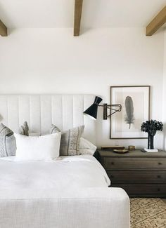 26 Rustic Bedroom Design and Decor Ideas for a Cozy and Comfy Space - The Trending House Small Room Bedroom, Cozy Bedroom, Modern Bedroom, White Bedroom, Bed Room, Romantic Bedroom Decor, Home Decor Bedroom, Bedroom Ideas, Bedroom Styles