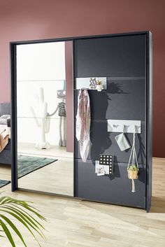 die besten 25 schwebet renschrank ideen auf pinterest offener kleiderschrank ideen. Black Bedroom Furniture Sets. Home Design Ideas