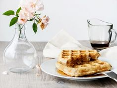 Gluten-free can be thiseasy [keep reading]! Enjoy these beautiful and tasty vegan waffles made with oat and quinoa flour, no wheat and therefore, no glut