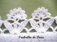 Fotoğraf: Trabalho nº 35 - Pano de prato com bico de crochê, com florzinhas.