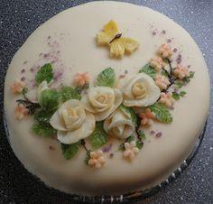 marsipankake Norwegian Food, Norwegian Recipes, Scandinavian Christmas, Cake Pops, Panna Cotta, Cake Decorating, Wedding Cakes, Birthday Cake, Baking