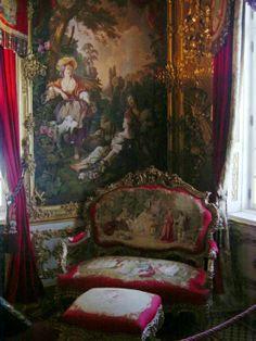 Tapestries in Versailles Victorian Interiors, Victorian Furniture, Victorian Decor, Victorian Homes, Victorian Era, Victorian Fashion, Antique Furniture, French Furniture, Victorian Tapestries