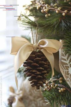 My home Christmas decorations 2018 41 Breathtakingly Rustic Homemade Christmas Decorations Scandinavian Christmas Trees, Elegant Christmas Trees, Alternative Christmas Tree, Simple Christmas, Christmas Diy, White Christmas, Minimal Christmas, Christmas Ornaments, Natural Christmas