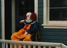 Pennywise chillin' on a porch. | 40 Awesome Behind The Scenes Photos From Horror Movies