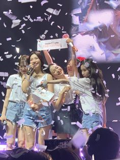 I got the chance to see my favorite girl group in Chicago last year, and I managed to get this picture! Seulgi, Kpop Girl Groups, Korean Girl Groups, Kpop Girls, Red Velvet Joy, Red Velvet Irene, Blue Yellow, Pink Purple, Asian Music Awards