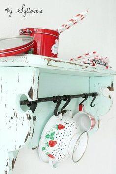 33 veces he visto estas buenas cocinas vintage. ilustre cocinas vintage Blanco Y Negro # Strawberry Kitchen, Shabby Chic, Shabby Vintage, Retro Vintage, Red Kitchen, Vintage Kitchen, Cherry Kitchen, Retro Kitchen Decor, Decoration Inspiration