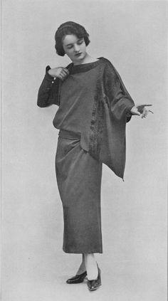1923 - 1920s Flapper Art Deco Asymmetrical Dress