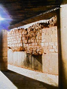 lienzo de sillares derrumbados del anfiteatro romano. Cripta de la calle Cascalerías.