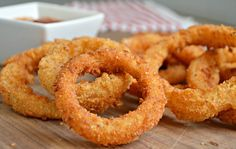 Once you try these extra crispy onion rings, you will never need to search for another onion ring recipe. They are perfect appetizers for any occasion! Yummy Appetizers, Yummy Snacks, Appetizer Recipes, Yummy Food, Veggie Recipes, Chicken Recipes, Snack Recipes, Cooking Recipes, Lunch Lady Brownies
