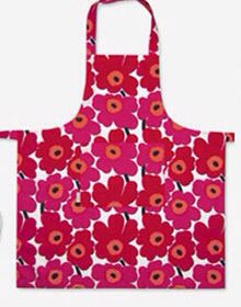 Check out this huge list of free and easy Apron Patterns! It's got links to tutorials for full aprons, half aprons and child-sized aprons! Childrens Apron Pattern, Easy Apron Pattern, Retro Apron Patterns, Child Apron Pattern, Apron Tutorial, Childrens Aprons, Sewing Patterns Free, Free Pattern, Marimekko