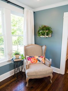 Chip and Joanna Gaines help a Hillsboro Tex. couple update a spacious but neglected house built in 1920 transforming it into a stylish and inviting home that's ideally suited to a growing family. Love the pop of color. Room Paint Colors, Paint Colors For Living Room, Interior Paint Colors, My Living Room, Living Room Decor, Bedroom Decor, Interior Painting, Wall Decor, Bedroom Wall