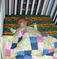 fitted crib sheet pattern for couch Crib Sheet Tutorial, Crib Sheet Pattern, Quilt Tutorials, Sewing Tutorials, Sewing Projects, Sewing Ideas, Sewing For Kids, Baby Sewing, Making Crib Sheets