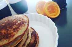 Delicious banana pancakes Enough for 4 people 3 bananas Juice from 1 orange 2 eggs 1 cup oatmeal ½ cup of buttermilk 1 ts vanilla powder 1 ts baking soda 1 pinch of salt All ingredients are blended… Banana Pancakes, Pancakes And Waffles, Healthy Snacks, Healthy Recipes, Soul Food, Baking Soda, Oatmeal, Brunch, Food And Drink