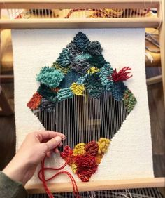 Loove this weave by on our XL frame loom ♥️ Come And See, Textile Art, Loom, Pattern Design, Christmas Wreaths, Fiber, Projects To Try, Weaving, Textiles