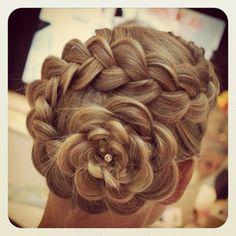 Dutch braid #gorgeous #wedding ❤❤ pinned by @wickerparadise