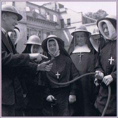 RSCJ at Roehampton, England, during the Blitz.