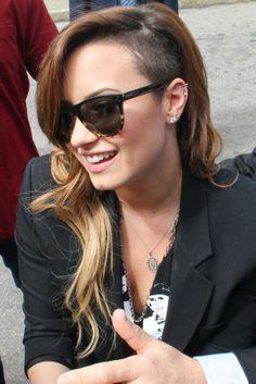 Demi Lovato saliendo de su Hotel en Rio de Janeiro 28-04-14