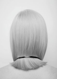 Sleek Bob - understated style, chic minimal hairstyle inspiration // Ph. Agnes Lloyd-Platt