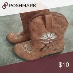 Girls size 1 cowboy low boots Tan with emboidering low heel girls size 1 cowboy boots lightly used excellent condition Stevies Shoes Boots