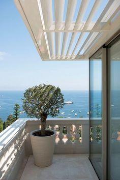 Sur la terrasse, balustres anciennes et aluminium - Dessine-moi un horizon - CôtéMaison.fr