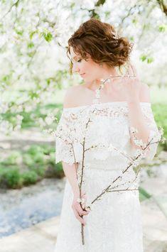 Credit: Anouschka Rokebrand Photography - bruid, huwelijk (ritueel), natuur, vrouw, mode, buitenshuis, bruids, jurk, zomer, meisje, bloem (plant), mooi, sunshine (weer), schattige, liefde, huwelijk (burgerlijke staat), portret
