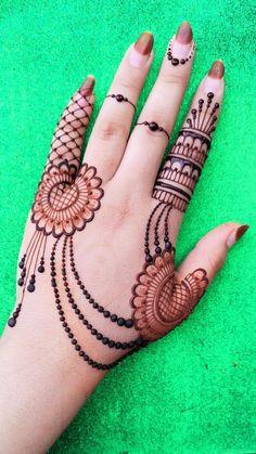 Palm Henna Designs, Palm Mehndi Design, Pretty Henna Designs, Modern Henna Designs, Henna Tattoo Designs Simple, Beginner Henna Designs, Back Hand Mehndi Designs, Mehndi Designs For Girls, Wedding Mehndi Designs