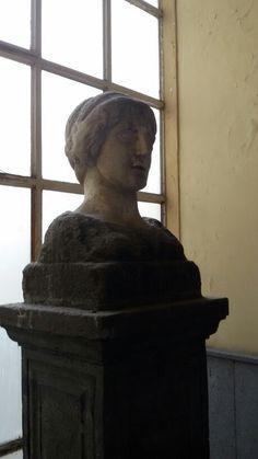 Donna Marianna a cap e Napoli ora l'originale e'a Palazzo San Giacomo trovata alle anticaglie nel 1596.