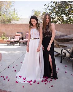 Can we talk about how beautiful these two individuals are? Look at them Im deciding on making a Riley and Annie fan page because there friendship makes me happy. Julianna Grace Leblanc, Hayley Leblanc, Annie Grace, Annie Lablanc, Annie Leblanc Outfits, Annie And Hayden, Forever 21 Girls, Bratayley, Kids Choice Award