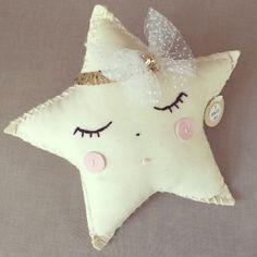 Lentejuelas y Tul estrella almohadón con diadema desmontable.