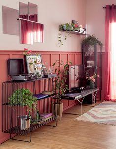 salas-de estar-e-jantar–decoradas-com-painel-de-boiserie-tv