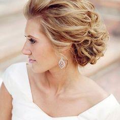 Прическа невесты для волос средней длины