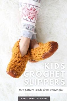 Learn how to crochet slippers from simple rectangles in this easy video tutorial from Make & Do Crew. This beginner crochet project could not be more simple, but the end result is stunning and perfect for holiday gift giving. Use Lion Brand Wool-Ease Thick & Quick or substitute ANY weight yarn for these super fast crochet slippers. Grab the free crochet slipper pattern for toddlers and kids today! Fast Crochet, Learn To Crochet, Cute Crochet, Crochet For Kids, Easy Beginner Crochet Patterns, Beginner Crochet Projects, Crochet For Beginners, Crochet Slipper Pattern, Crochet Slippers