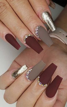 Try These Fashionable Nail Ideas That'll Boost Your Fall MoodThanks for this nail art designs that perfect for fall and winter, coffin nail art designs, almond nail art design, acrylic nail art, nail designs with glitter Nail Art Designs Images, Nail Art Design Gallery, Fall Nail Art Designs, Acrylic Nail Designs, Burgundy Nail Designs, Fun Nails, Pretty Nails, Cute Nails For Fall, Fall Acrylic Nails