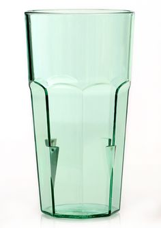 Perfect for indoor or outdoor casual dining, the Linden Sweden large stackable tumbler is a strong and durable drinkware that will last. Made from styrene acrylonitrile, which is a sturdy plastic, this green tumbler has the classic look with a octagonal bottom and a round top.