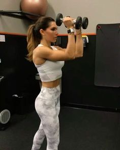 """Alexia Clark on Instagram: """"Upper body burnout! 40seconds on 20seconds rest 3-4 rounds #alexiaclark #queenofworkouts #fitgirl #motivation #upperbodyworkout #workout…"""""""