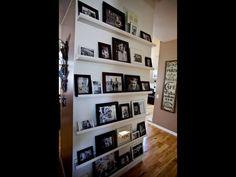 Un mur de photos.