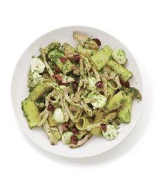 Get the recipe for Pesto Chicken Pasta #food #yummy food #Great Food| http://foodcorene.blogspot.com