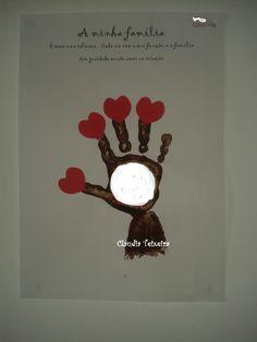 Atividade Dia da família c/ timbragem da mão e pulso - cada coração corresponde a um membro do agregado familiar