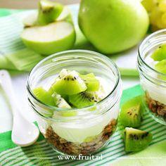 Homemade granola met kiwibesjes en mango recept