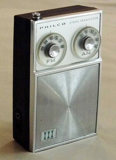 Vintage Philco 8-Transistor AM-FM Radio, Model NT-81 4BKG, Made in Japan. Radio Record Player, Record Players, Lps, Radio Design, Old School Radio, Pocket Radio, Retro Radios, Antique Radio, Transistor Radio