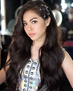 Want guidance in addition to great tips on hair care? Hair Color Asian, Asian Hair, Most Beautiful Faces, Beautiful Asian Women, Hot Hair Styles, Hair Looks, Asian Woman, Hair Pins, Cool Hairstyles