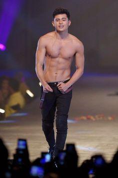 28 Filipino Celebrities Who Should Be Your Valentine Filipino Baby, Filipino Guys, Cute Asian Guys, Hot Asian Men, James Reid Wallpaper, Trade Center, Korean Boys Ulzzang, Beautiful Men Faces, Beautiful People